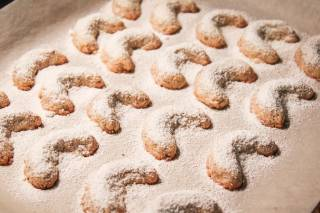 Vanillekipferl—a Christmas Cookie