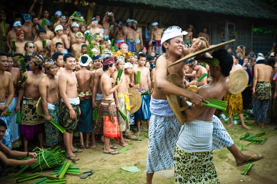 Makare-Kare or Pandan War in Bali - Best Season