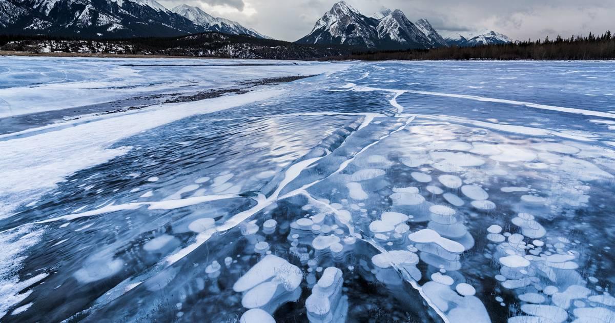 Frozen Abraham Lake in Banff & Jasper National Parks - Best Time
