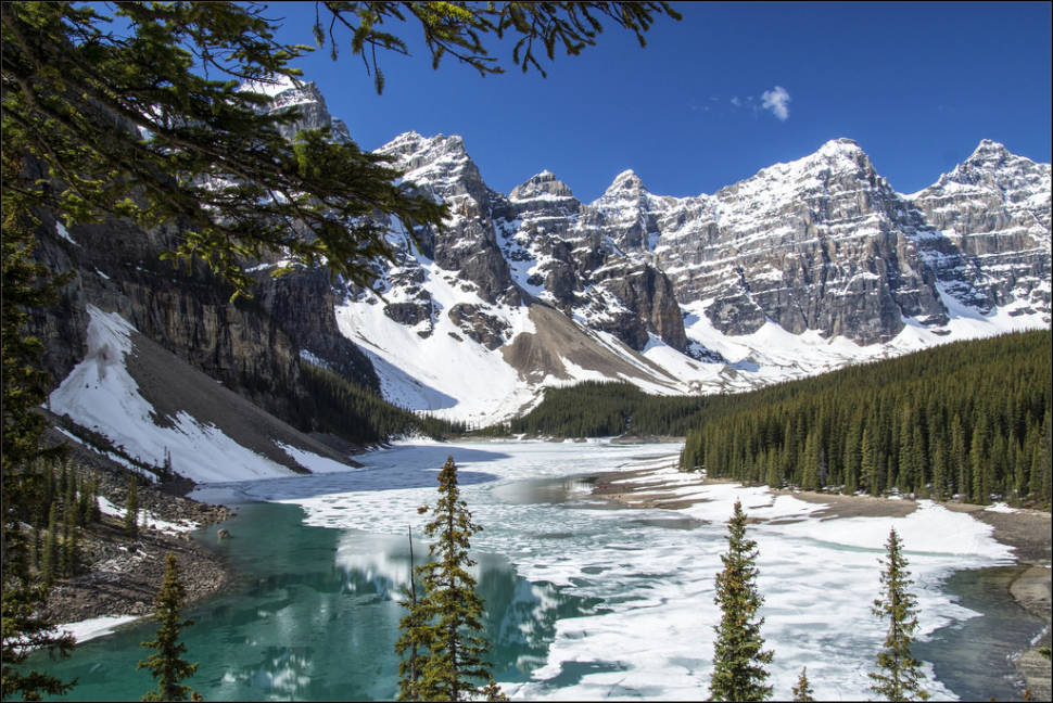 Best time to see Moraine Lake in Banff & Jasper National Parks