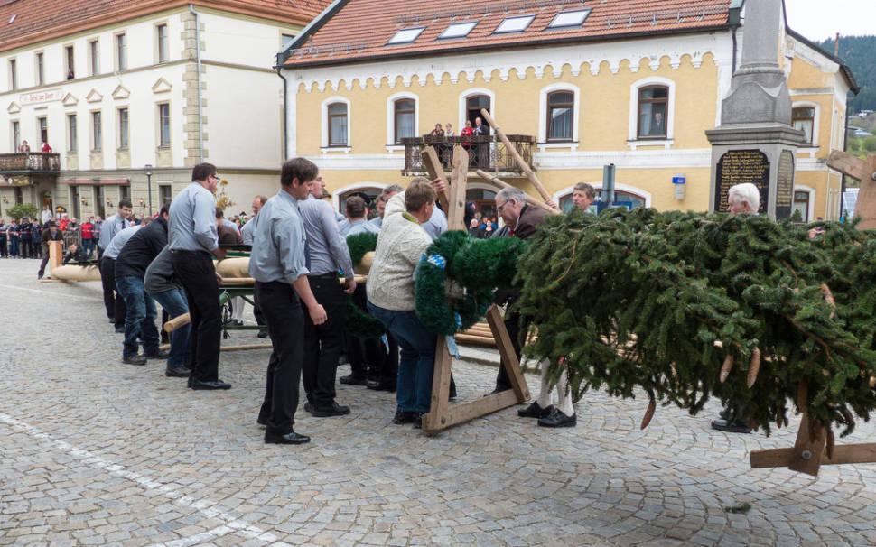 Maibaumaufstellen (May Day Festival) in Bavaria - Best Season