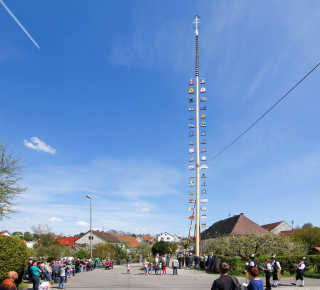 Maibaumaufstellen (May Day Festival)