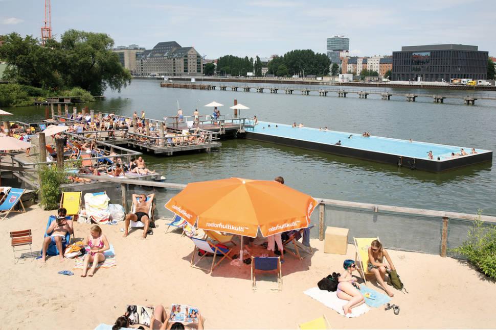 Badeschiff Bathing Season in Berlin - Best Season