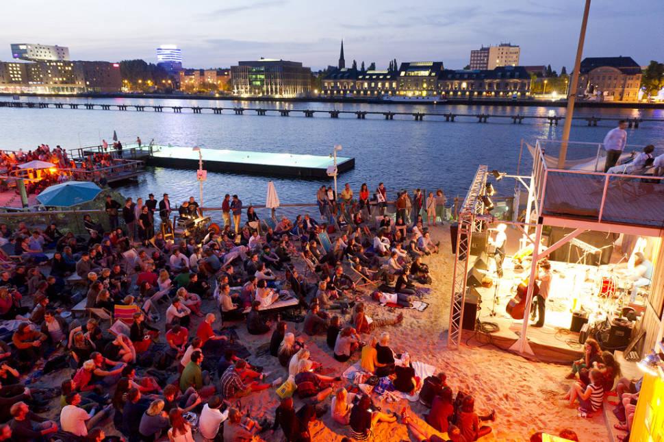 Badeschiff Bathing Season in Berlin - Best Time