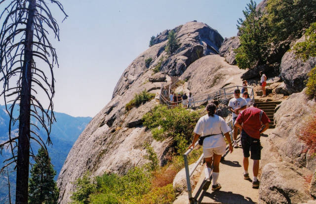 Best time for Moro Rock Hike in California