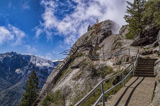 Best time for Moro Rock Hike