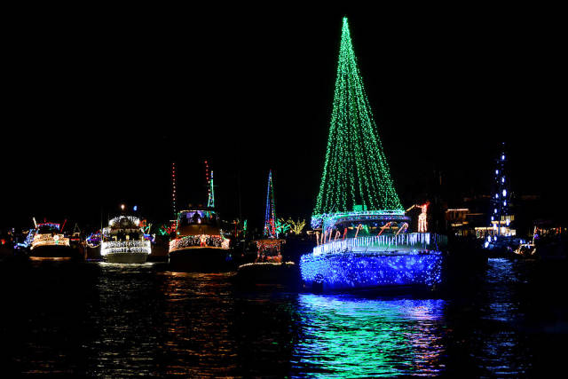 Newport Beach Christmas Boat Parade in California - Best Time
