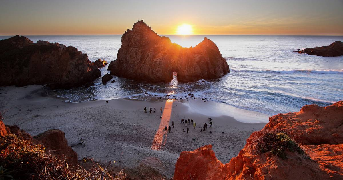 Sunset at Keyhole Arch, Pfeiffer Beach in California - Best Time