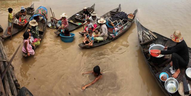 Kampong Phluk Floating Village in Cambodia - Best Season