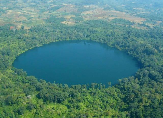 Perfect Swim in Yeak Laom Lake in Cambodia - Best Season