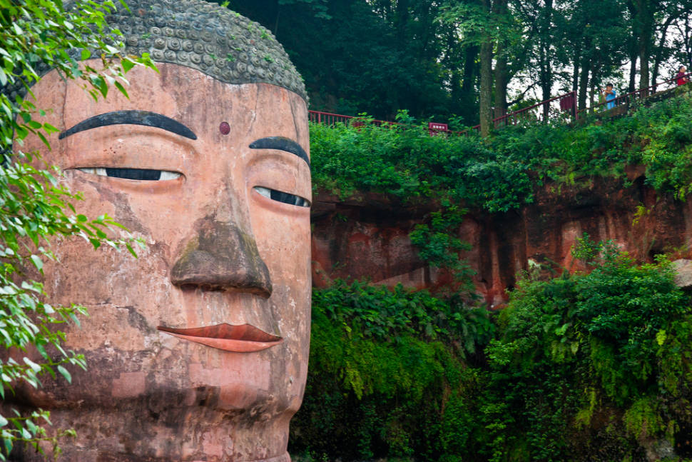 Best time for Leshan Giant Buddha in China