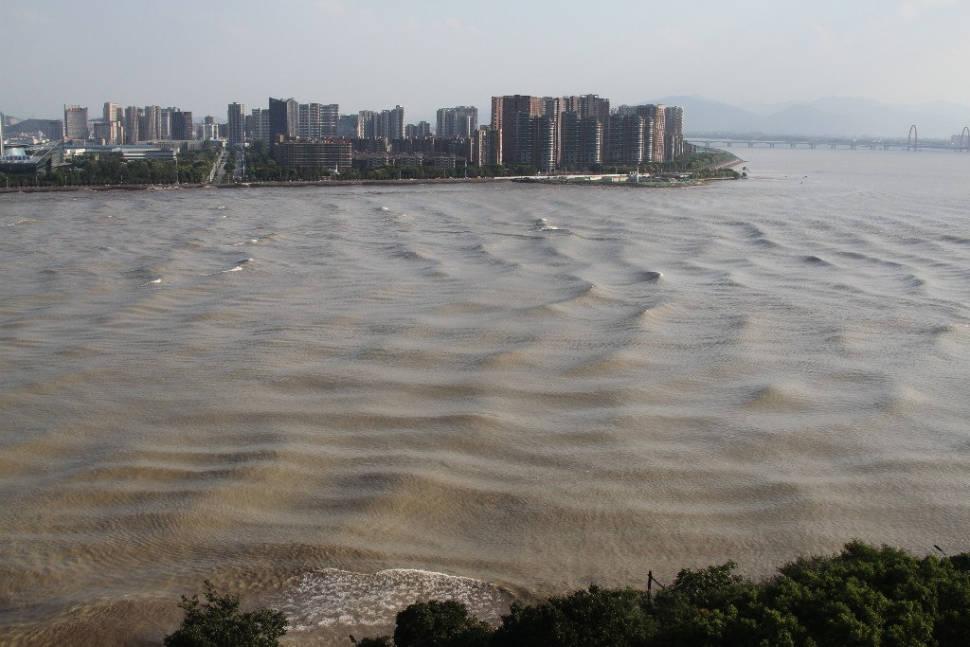 Qiantang River Tidal Bore in China - Best Season