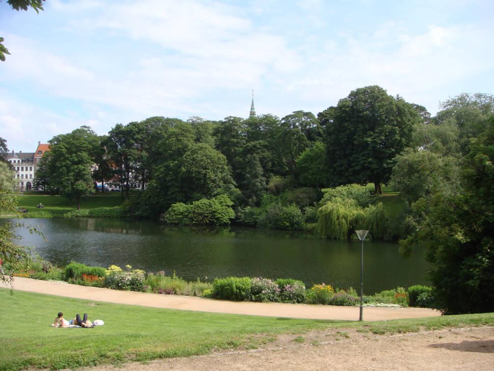 Ørstedsparken, a green oasis in the middle of Copenhagen
