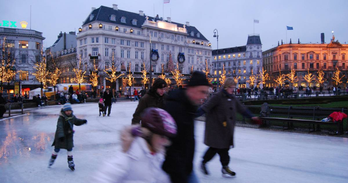 Ice Skating in Copenhagen - Best Time
