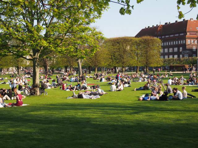 Picnic in the Kongens Have in Copenhagen - Best Time