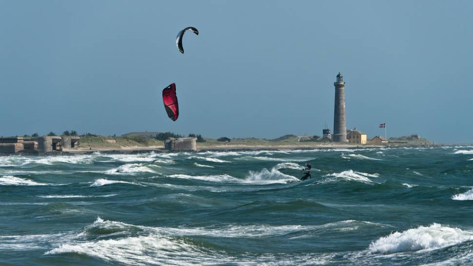 Kitesurfing along Sønderstrand