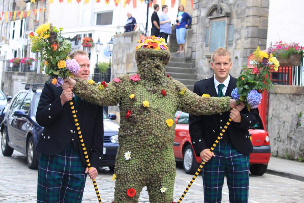 The Burry Man in Edinburgh - Best Time