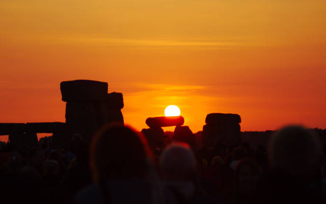 Stonehenge: Solstice and Equinox in England - Best Time