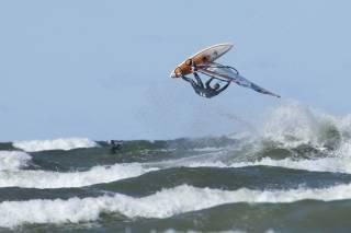 Windsurfing and Kitesurfing