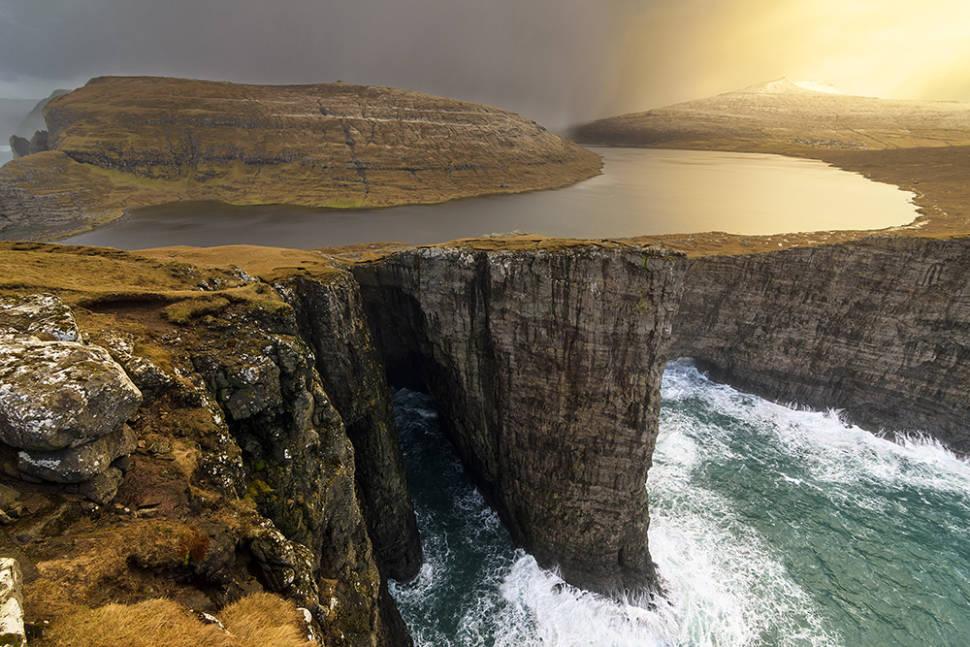 Lake Sørvágsvatn in Faroe Islands - Best Time