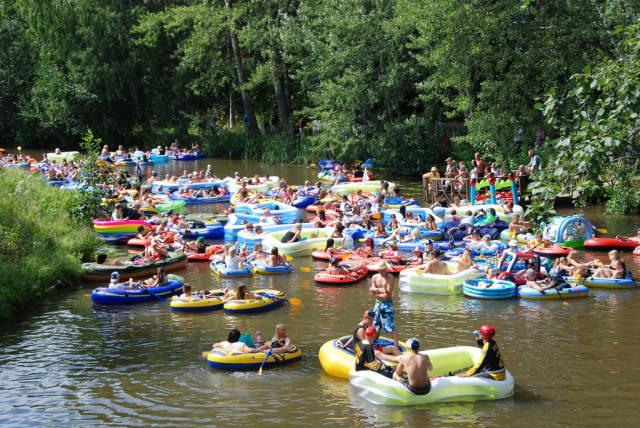 Kaljakellunta or Beer Floating in Finland - Best Time