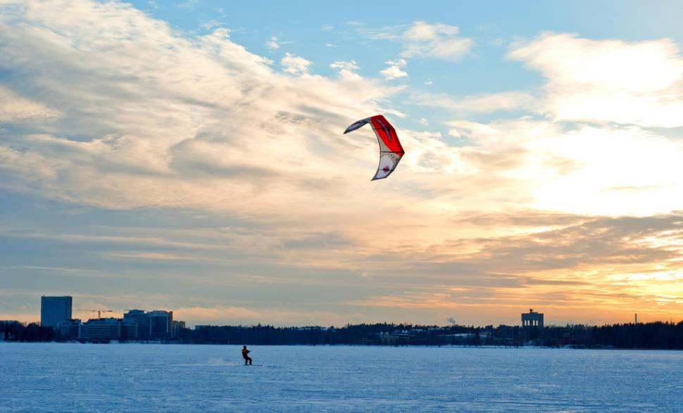 Snowkiting in Munkkiniemi