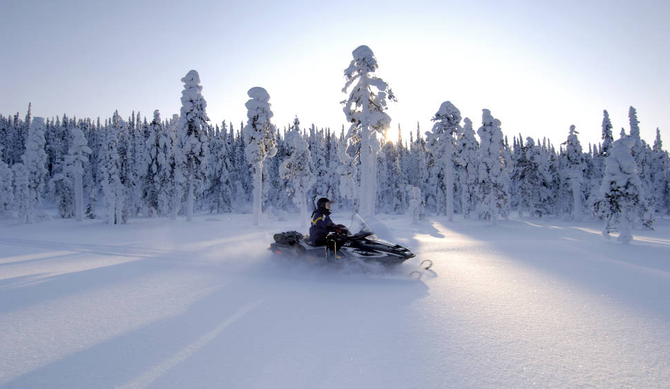 Snowmobiling in Iso-Syöte