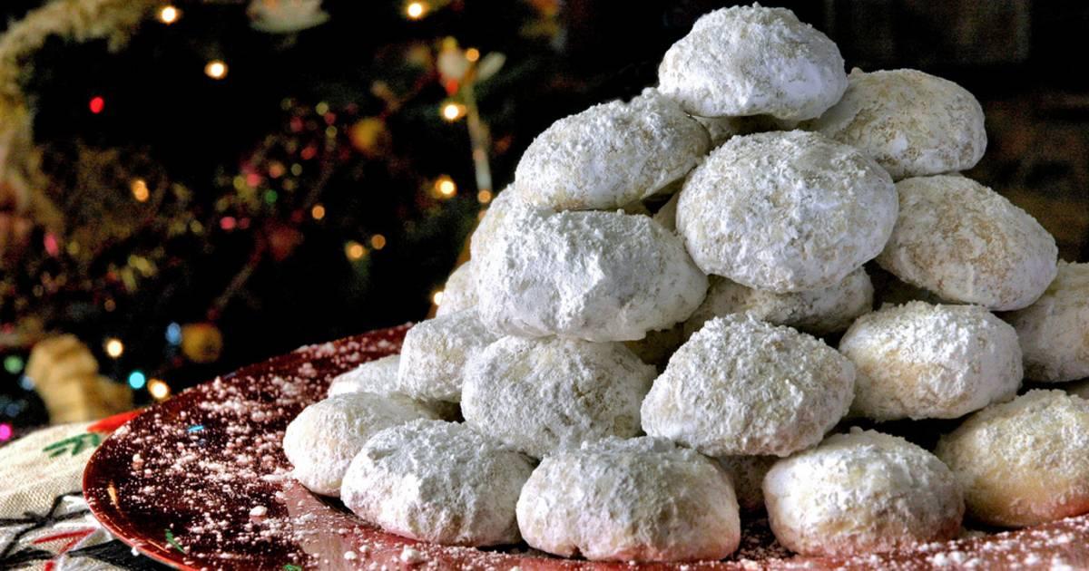 Kourampiedes (Kourabiethes)—Greek Christmas Butter Cookies in Greece - Best Time
