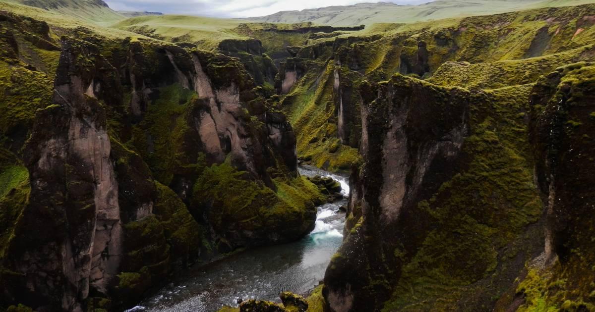 Fjaðrárgljúfur Canyon in Iceland - Best Time