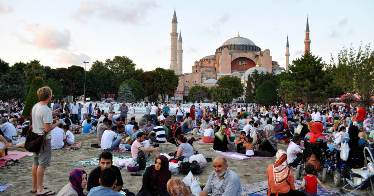 Iftar in Istanbul - Best Time