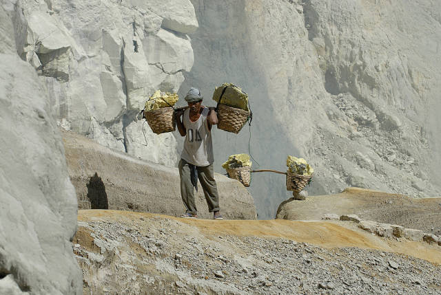 The miners often use no protection during their work and are open to various respiratory issue. As a result, their life expectancy is only around 30 years.