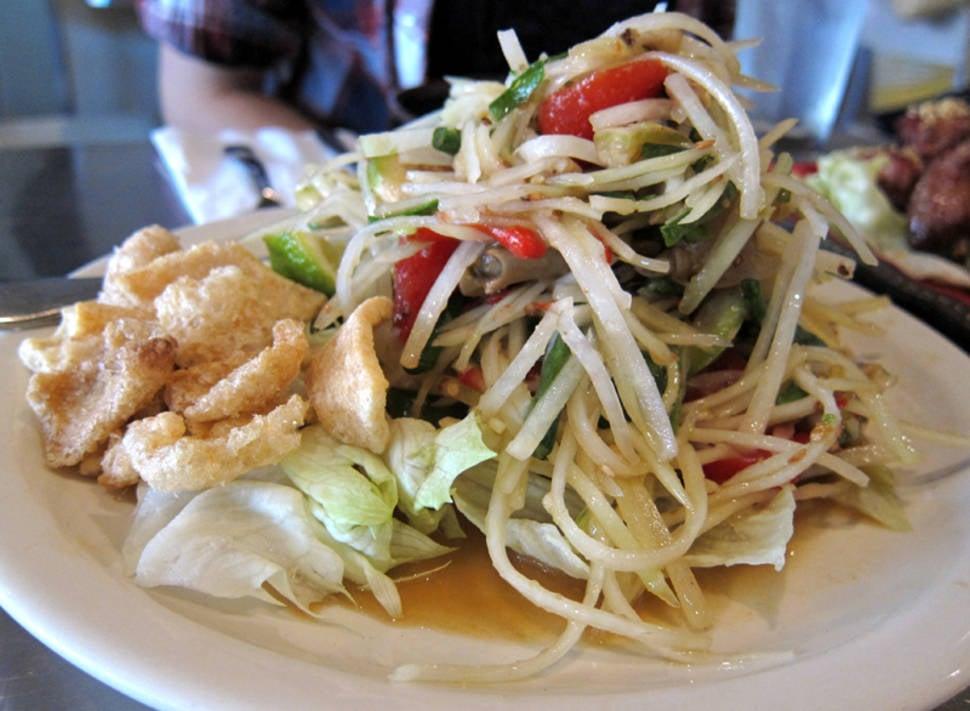 Tam Mak Houng or Papaya Salad in Laos - Best Season
