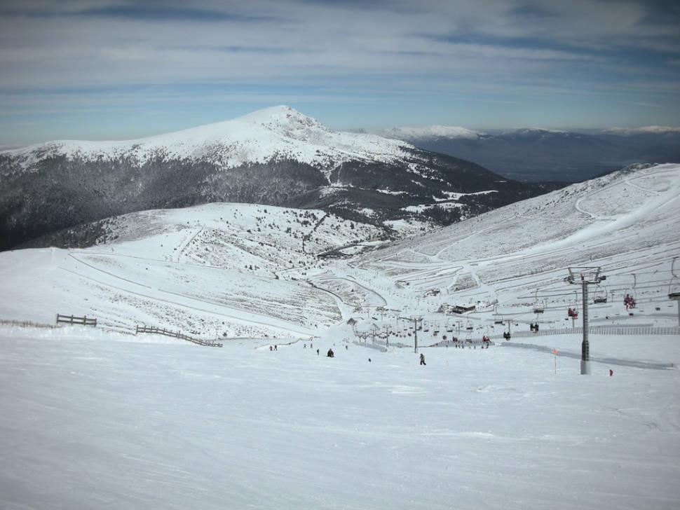 Skiing and Snowboarding around Madrid in Madrid - Best Season