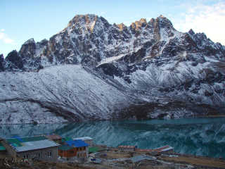 Observing Everest from the Gokyo Lakes