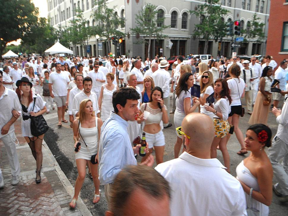 White Linen Night in New Orleans - Best Time