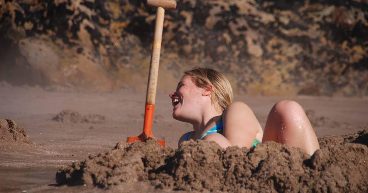 Hot Water Beach at Coromandel Peninsula in New Zealand - Best Time