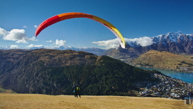 Paragliding in New Zealand - Best Season