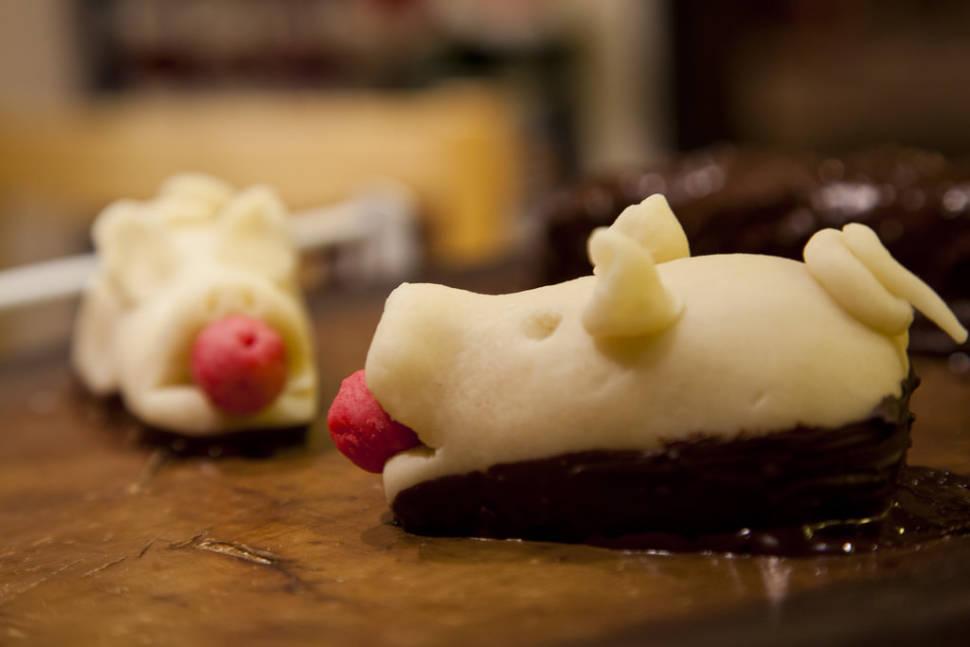 Christmas Desserts: Multekrem, Riskrem, Marzipan Christmas Pig in Norway - Best Season