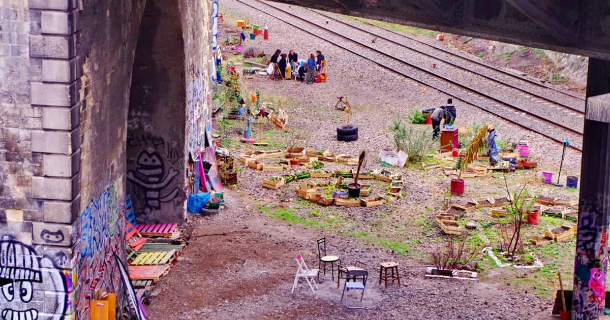 Abandoned Railway Abloom in Paris - Best Time