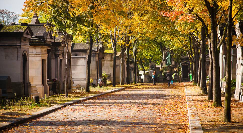 Autumnal Père Lachaise Cemetery in Paris - Best Time
