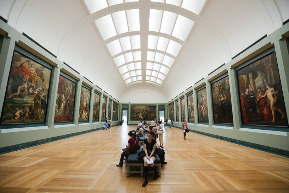 Louvre with Shorter Queues in Paris - Best Season