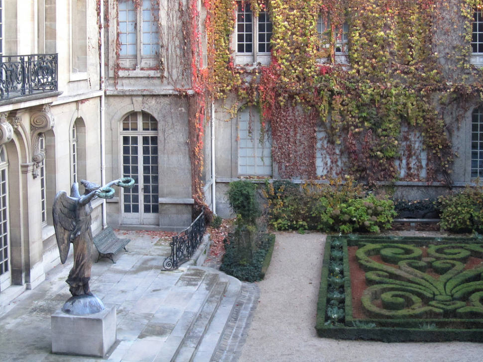 Parks and Gardens in Autumn Foliage in Paris - Best Season