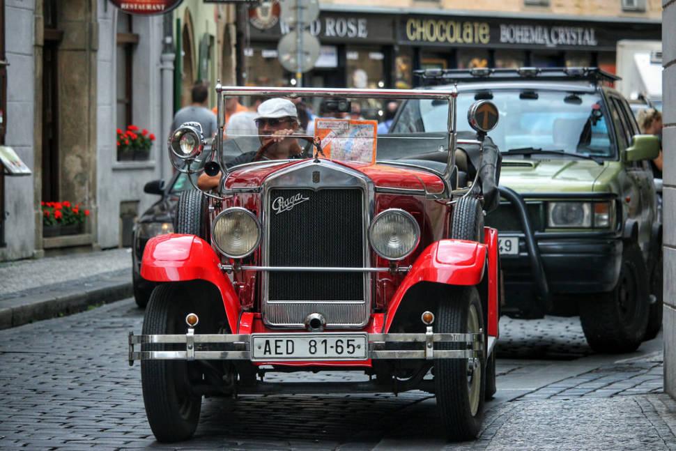 Vintage Cabrio Tour in Prague - Best Season