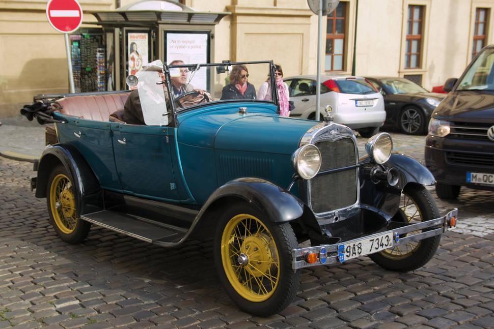 Vintage Cabrio Tour in Prague - Best Time