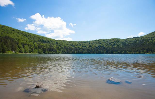 Best time for Swimming in Lake Sfânta Ana in Romania