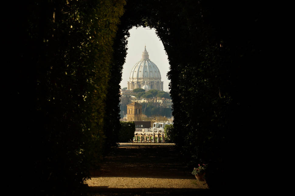 Secret Keyhole in Aventino in Rome - Best Time
