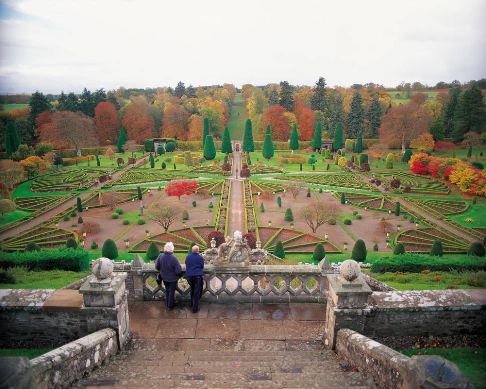 The largest in Scotland garden at Drummond Castle
