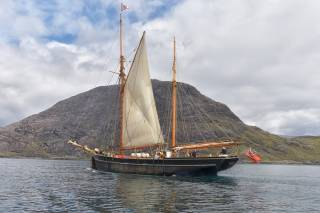Sailing around the Small Isles