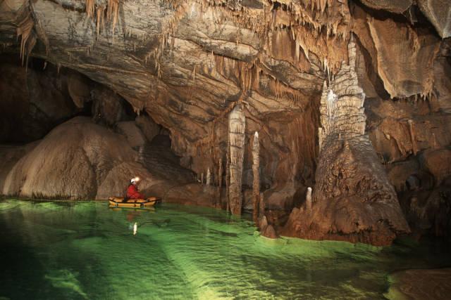Caver in Križna Jama