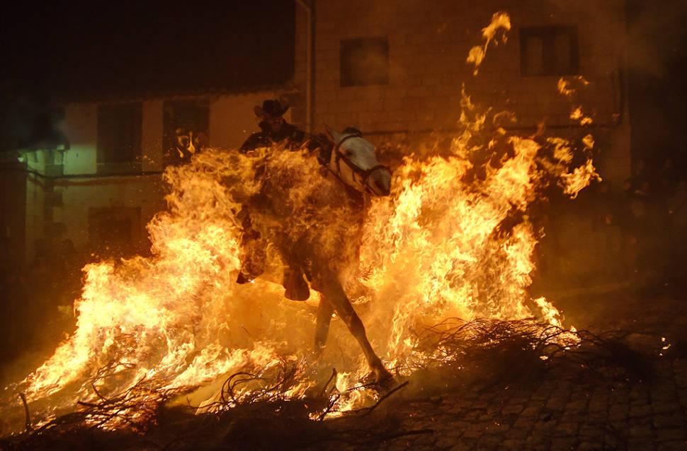 Las Luminarias Festival in Spain - Best Time
